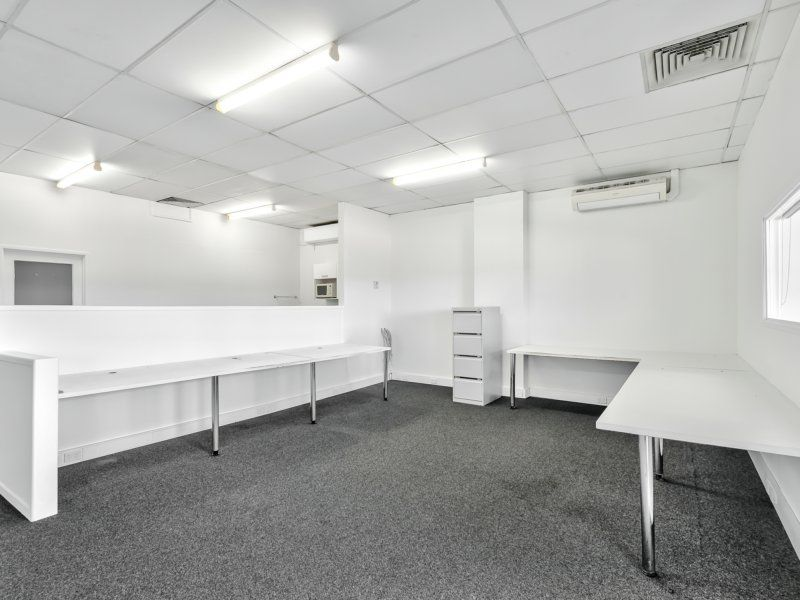 110sqm Office/Showroom. Excellent Exposure