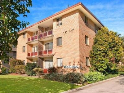 IMMACULATE APARTMENT.RENOVATED TOP FLOOR.BALCONY WITH GREEN LEAFY OUTLOOK.SECURITY BUILDING.