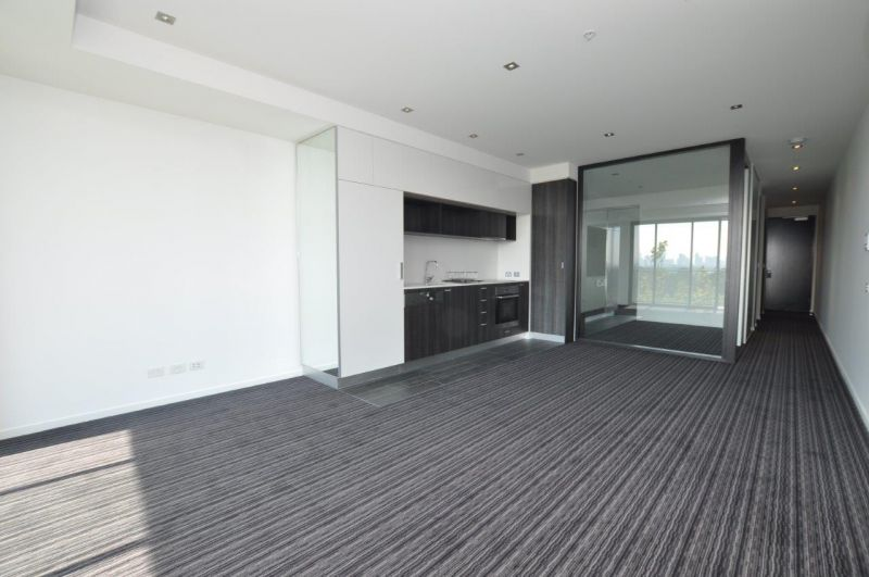 Halo: One Bedroom plus Study - Located in The Heart of St Kilda!