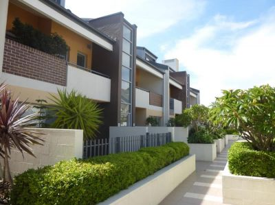 Quiet Living 2 Bedroom Apartment for Lease. Close to the City