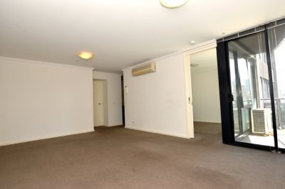 Southpoint: Spacious One Bedroom Apartment with Car Space!