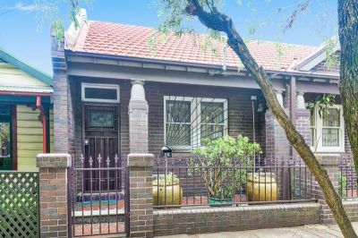 Gorgeous 2 Bedroom Semi - Close to the City - Must See