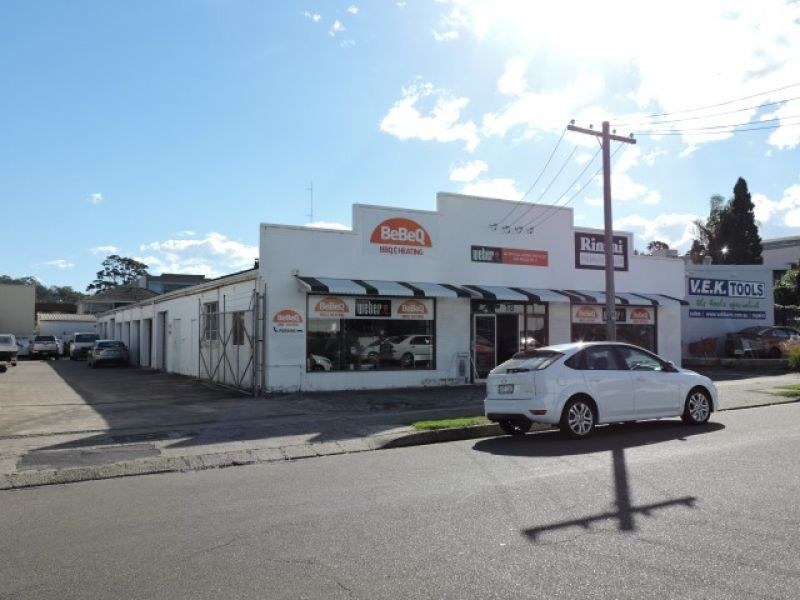 FREESTANDING STREET FRONTED  RETAIL, SHOWROOM & WAREHOUSE
