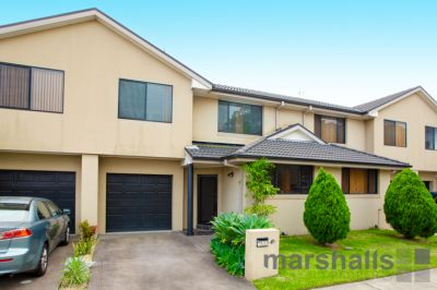 LOW MAINTENANCE, PRIVATE TOWNHOUSE!