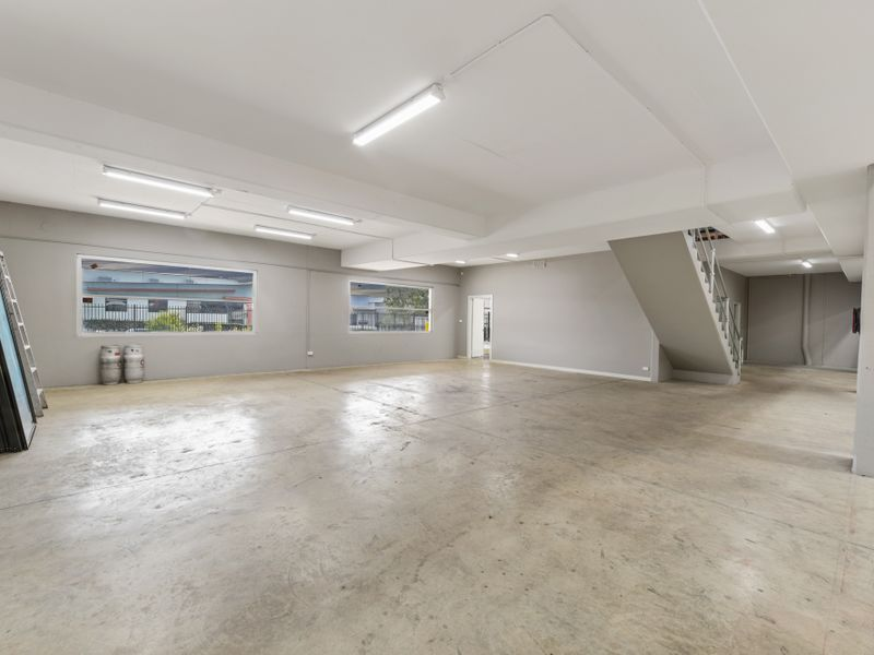 AUCTION - 2000sqm First Class Freestanding Industrial Building