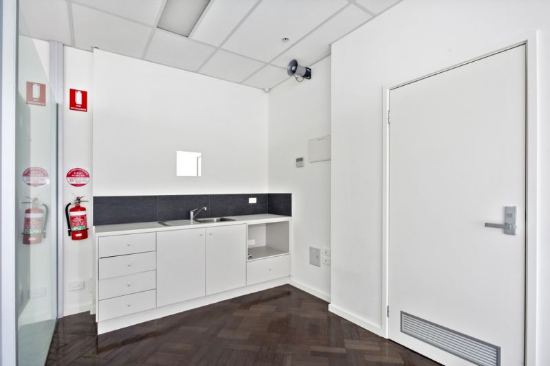 6%+ RETURN INVESTMENT TO PROFESSIONAL TENANT!