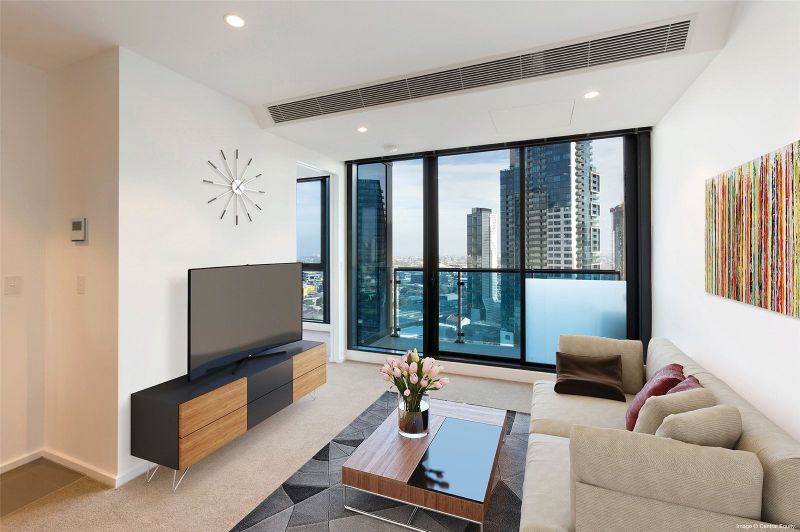 Southbank Central: 27th Floor - Spacious and Modern One Bedroom Apartment Awaits!