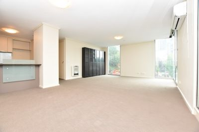 Unfurnished - Spacious 2 Bedroom Apartment with Plenty of Natural Light!