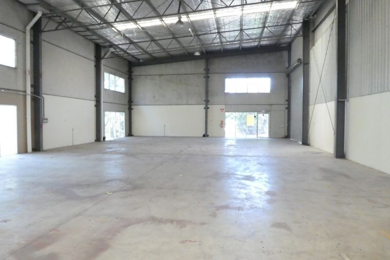 395m2* Tilt Panel Factory / Warehouse