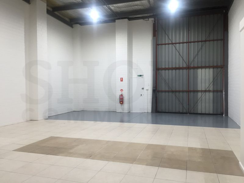 HIGH BAY INDUSTRIAL UNIT WITH GOOD EXPOSURE