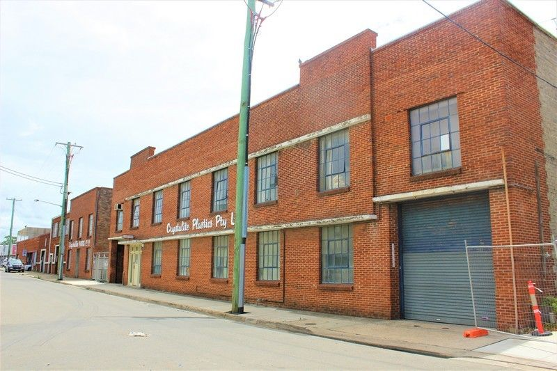 SPACIOUS WAREHOUSE WITH FLEXIBLE SIZE OPTIONS