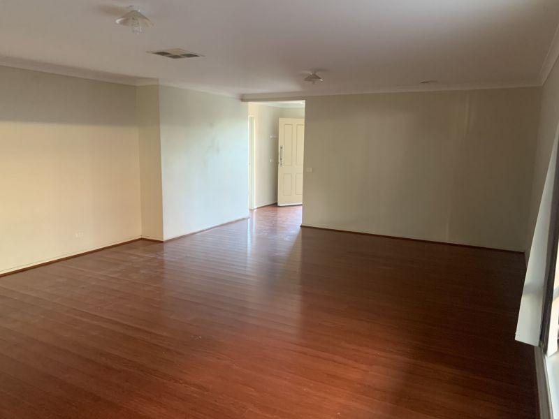 Private Rentals: 35 Fairways Blvd, Deer Park, VIC 3023