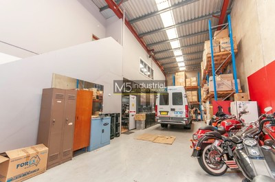 292m² - High Clearance Warehouse with Showroom