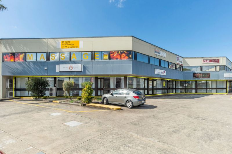 367m2* Showroom Or Office On A Busy Main Road