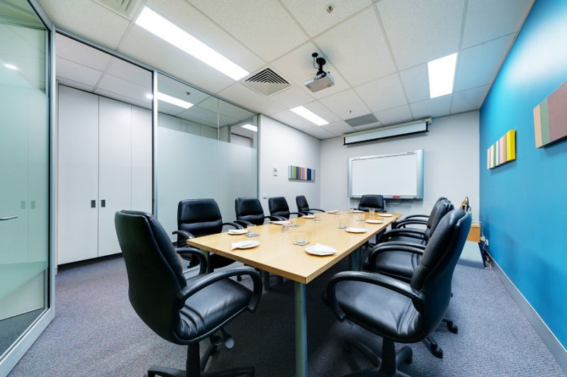Fitted suite with shared boardroom