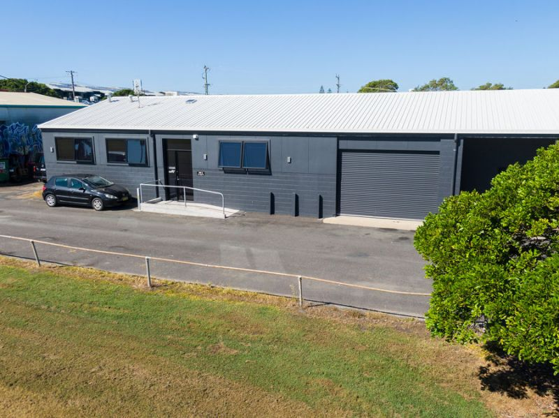 MODERN JETTY OFFICE SPACE with 70m2 garage and 55m2 of upstairs storage