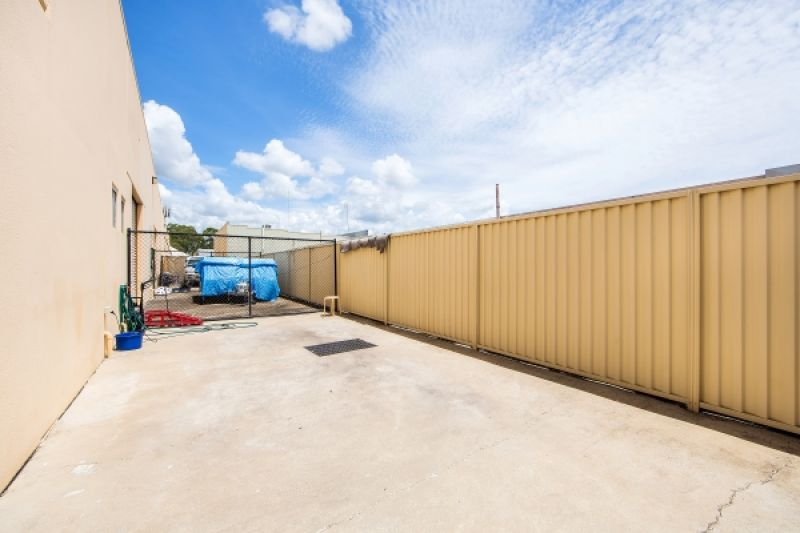 Open Factory With High Access & Yard