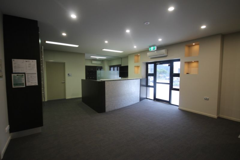 FREESTANDING BUILDING WITH A GRADE OFFICE SPACE