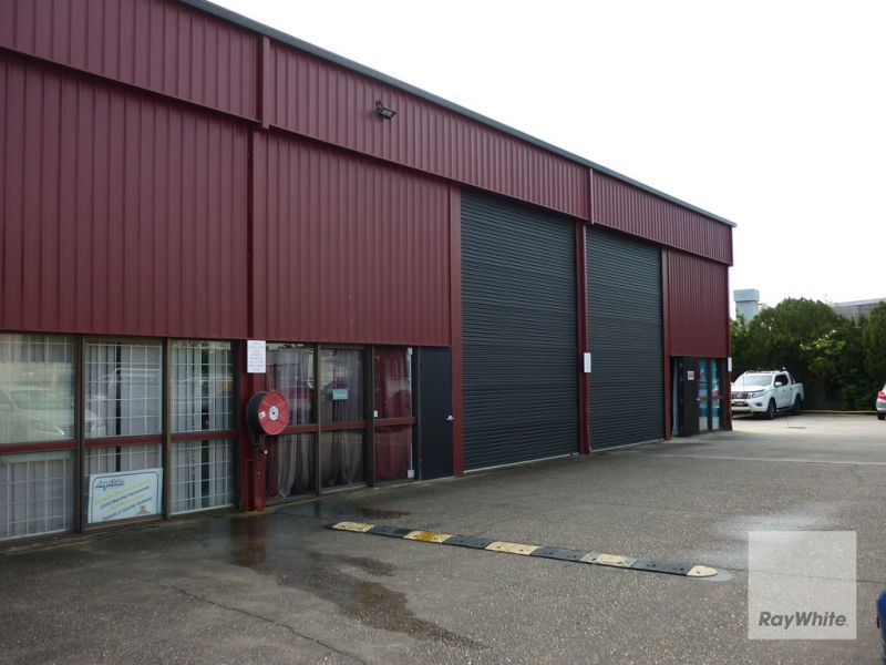225m2* Multi Use Unit In The Heart of Brendale