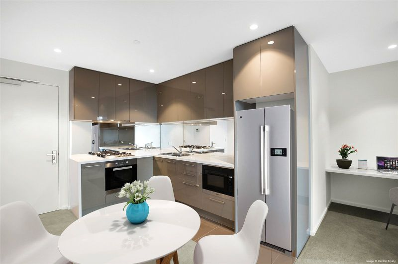 Spacious One Bedroom Apartment with Study Nook in Southbank Central!