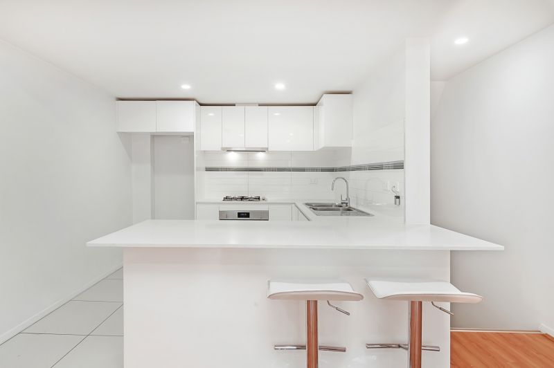 Modern Townhouse in Convenient Location - access from Nelson Street