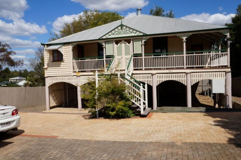 LARGE QUEENSLANDER WITH 4 BEDROOM PLUS SUNROOM IN CENTRAL LOCATION