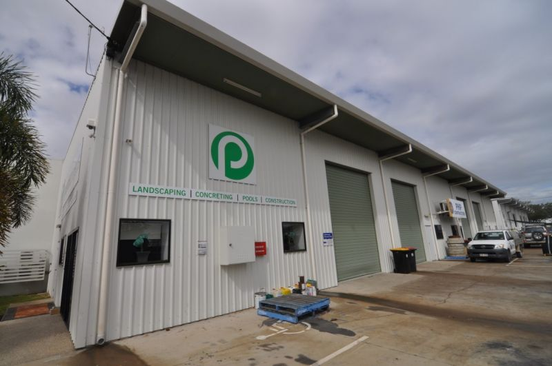 Modern office/warehouse unit with excellent facilities