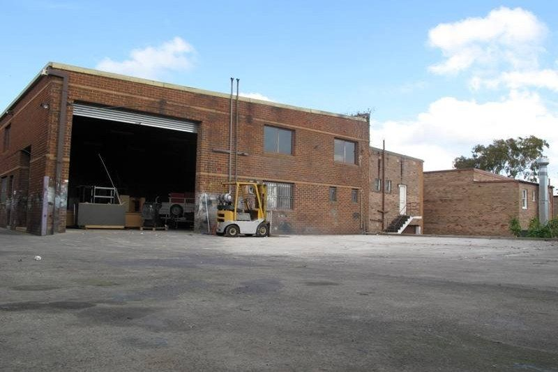 DEPOSIT TAKEN- HIGHLY SECURE FACTORY/WAREHOUSE WITH PLENTY OF OPEN WORKING SPACE/PARKING/CONTAINER STORAGE