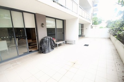 Modern Two Bedroom Apartment with Huge Courtyard