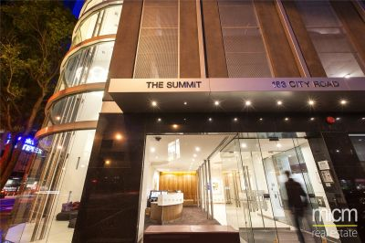 The Summit: 14th Floor - What A Fantastic Location!