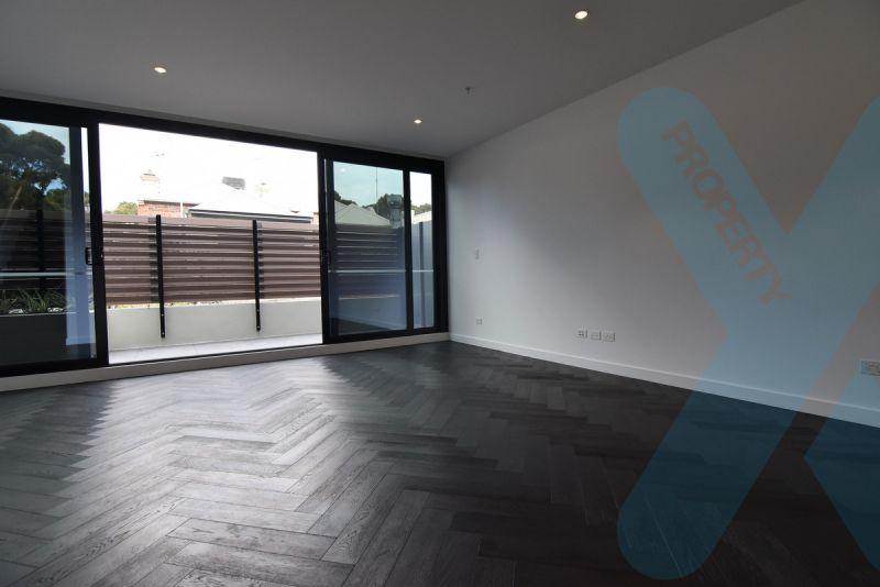 Brand New Stylish Three Bedroom Apartment!