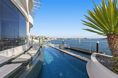 Enviable Broadwater Opulence with 22.5m* Water Frontage