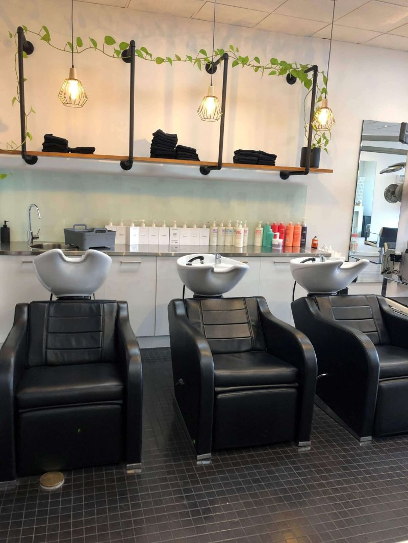 UP-MARKET TRENDY SALON WITH EXCELLENT REPUTATION