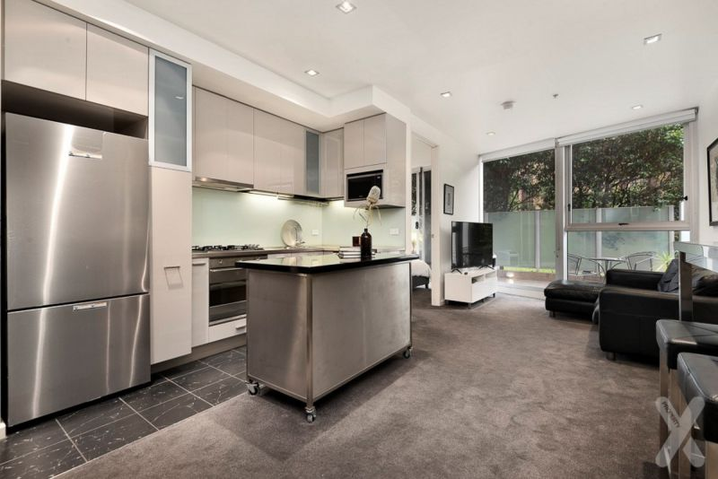 GROUND FLOOR OASIS WITH PRIVATE COURT YARD