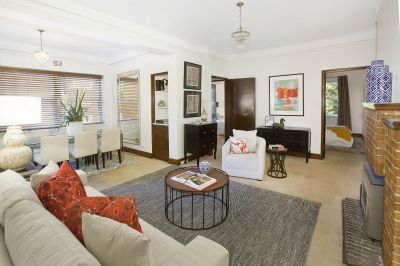 Character Art Deco Apartment in Superbly Convenient Location offers Level Lift Access & Scramble parking.  Great Investment/1st Home Buy