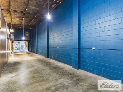 VERSATILE OFFICE/WAREHOUSE/SHOWROOM - CENTRAL LOCATION!