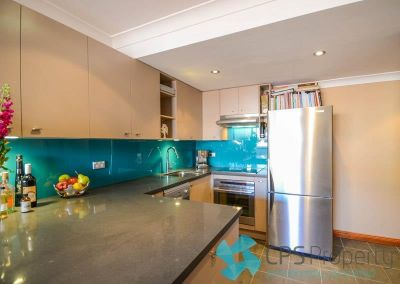 ECLECTIC SPLIT-LEVEL ONE BEDROOM RESIDENCE IN LEAFY PARKSIDE LOCATION