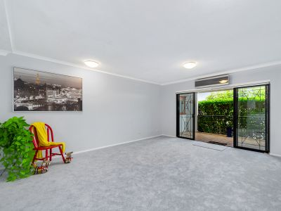 IMMACULATELY PRESENTED ONE BEDROOM APARTMENT IN DESIRED LOCATION!