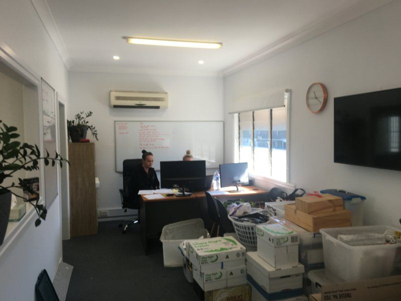 100sqm Approx Level 1 Office. Parking Onsite