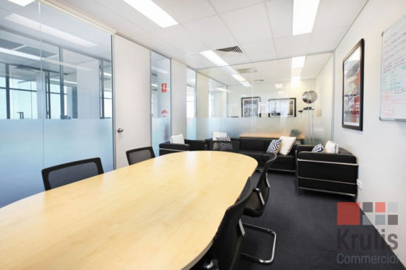 MODERN OFFICE SPACE WITH QUALITY FIT-OUT AND DISTRICT VIEWS