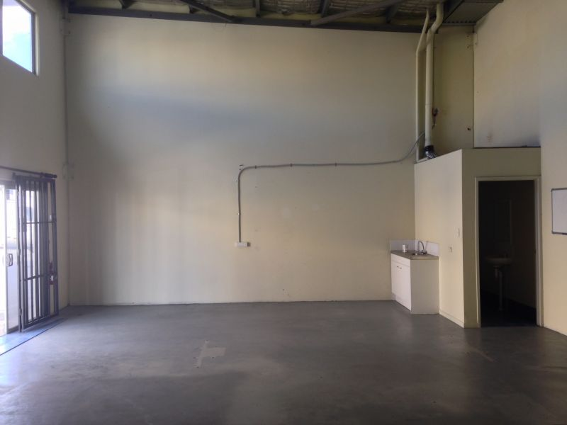 82m2* Workshop / Warehouse Unit