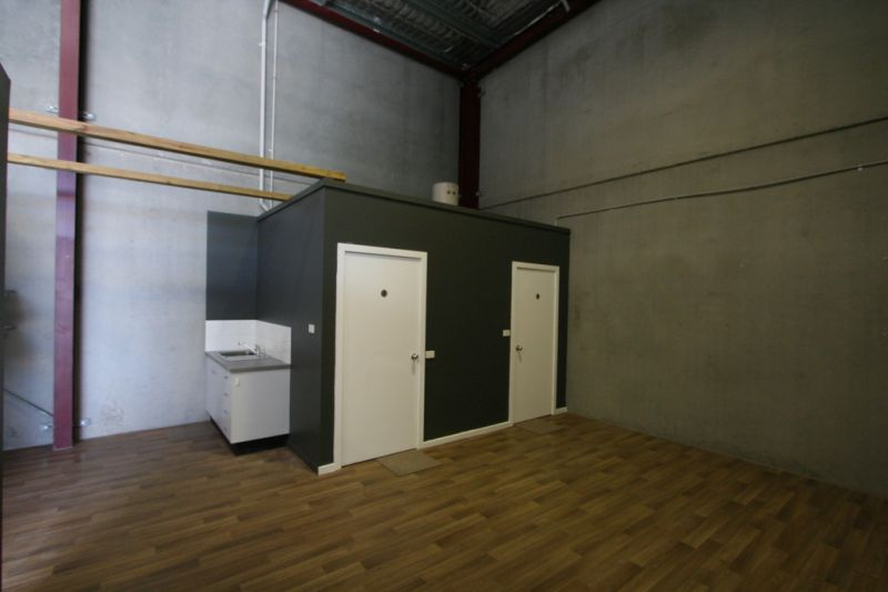 Versatile Warehouse / Office Unit