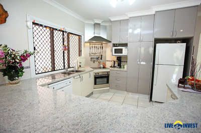 IS IT TIME FOR AN ACERAGE LIFESTYLE CHANGE? THIS NEAT & TIDY FAMILY HOME IS WAITING JUST FOR YOU!!