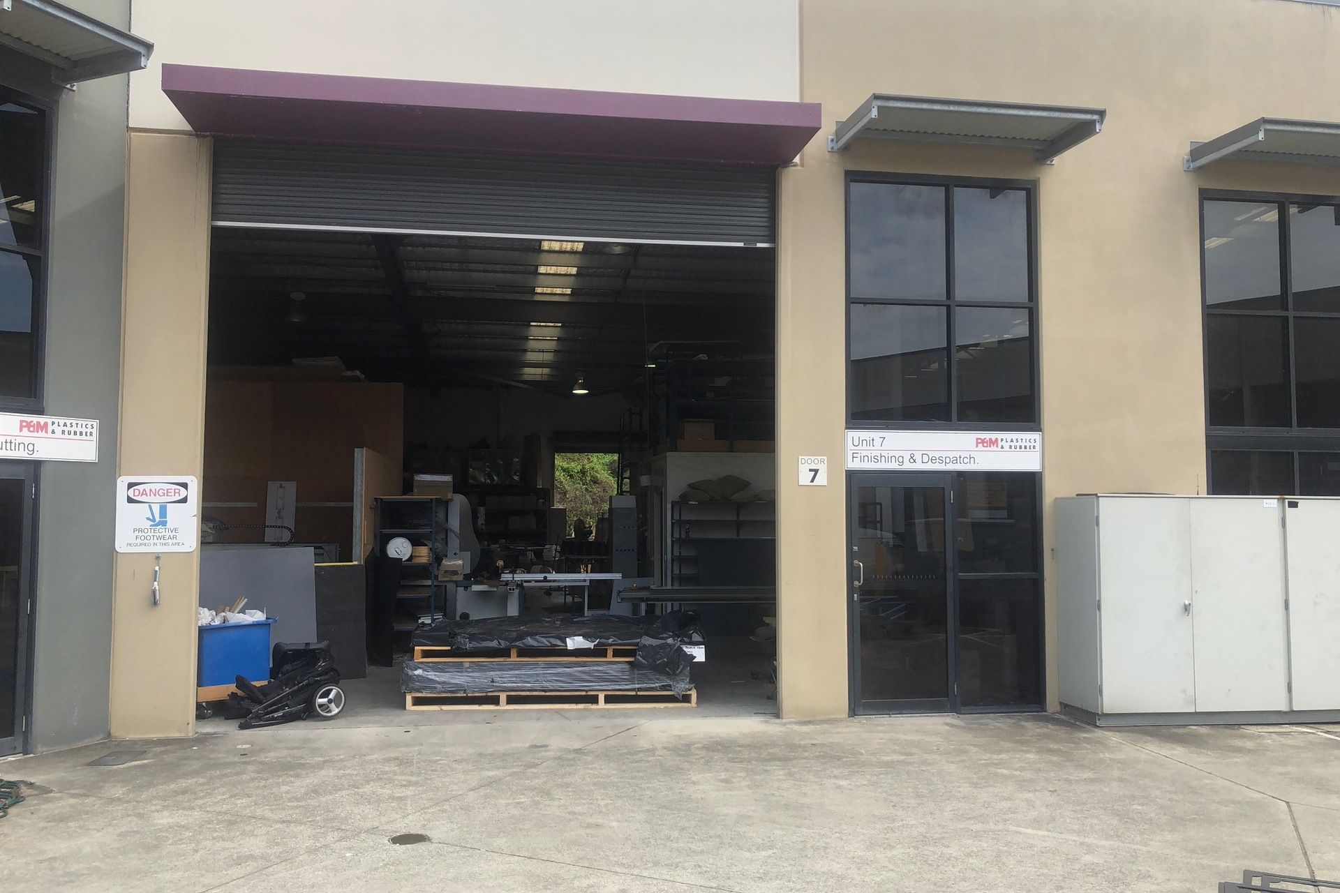 WAREHOUSE OPPORTUNITY WITH GREAT FEATURES