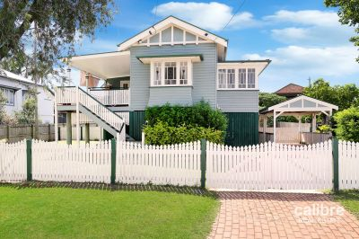 Queenslander With City Views on Spacious 612m2 block!