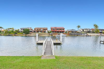 Waterfront Entertainer - 18.3m* Frontage