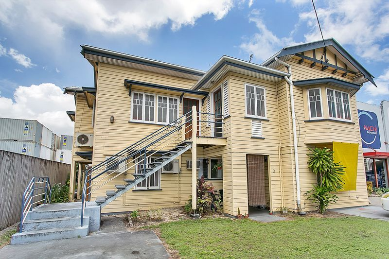 Walk to the City, Live in Queenslander Style!