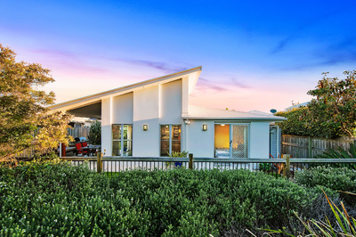 Modern Beach House On The Park
