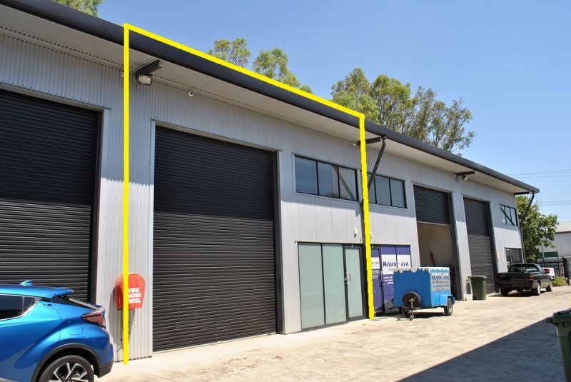TILT PANEL INDUSTRIAL WAREHOUSE WITH OFFICE 119m2*