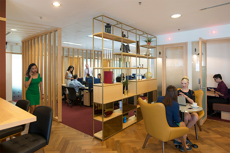 Modern workspace for 2 people in the award-winning Riparian Plaza